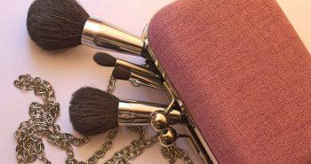 תיק האיפור המושלם: 5 המוצרים שכל אישה חייבת