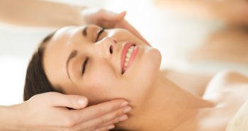 מדוע כדאי לך לבקר אצל קוסמטיקאית לטיפולי פנים?