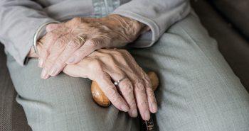 מטפלת בקשישים – איך תהיו בטוחים שהכל כשורה?